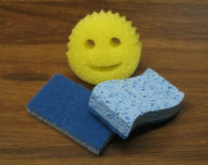 Yellow Scrub Daddy & blue scrub sponge