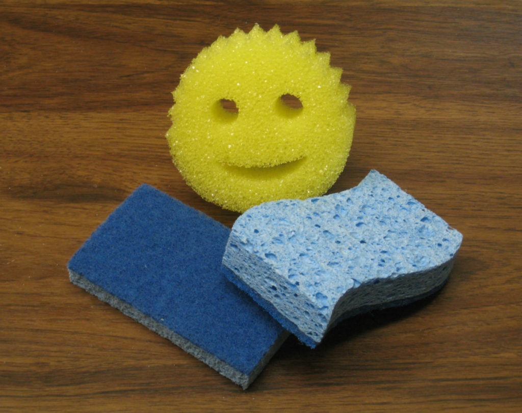 Yellow Scrub Daddy & blue scrub sponge