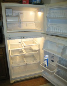 clean a refrigerator