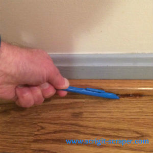 Scrigit Scraper cleaning floor edge