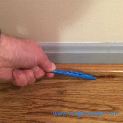 Scrigit Scraper cleaning floor edge