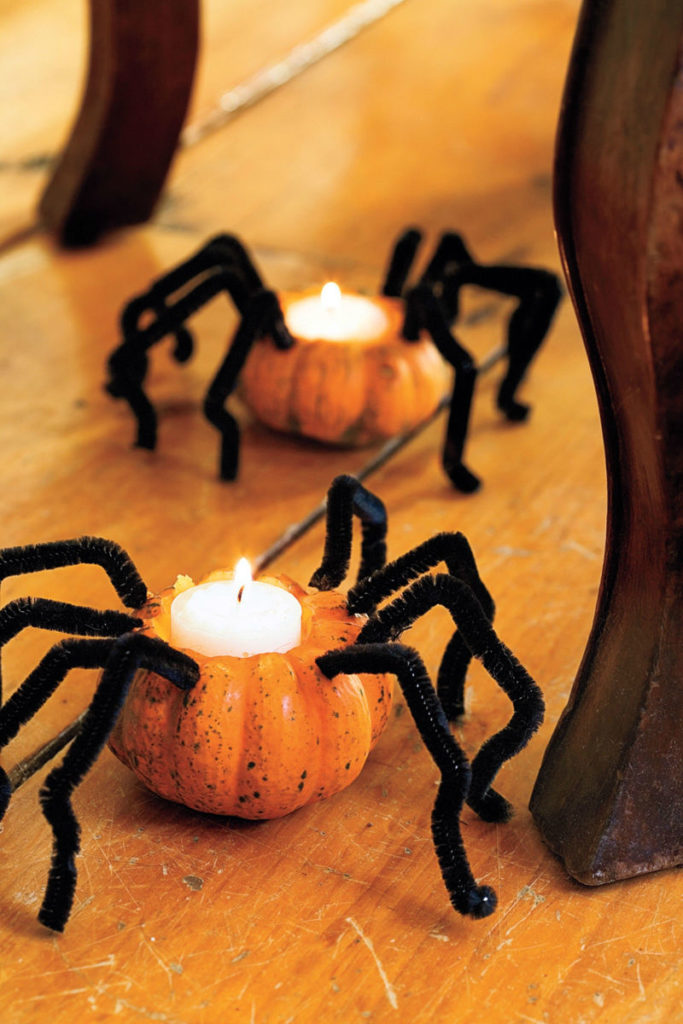 Halloween crafts - pumpkin spiders